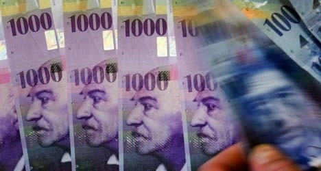Swiss Politicians Slam Attempts To Eliminate Cash, Compare Paper Money To A Gun Defending Freedom