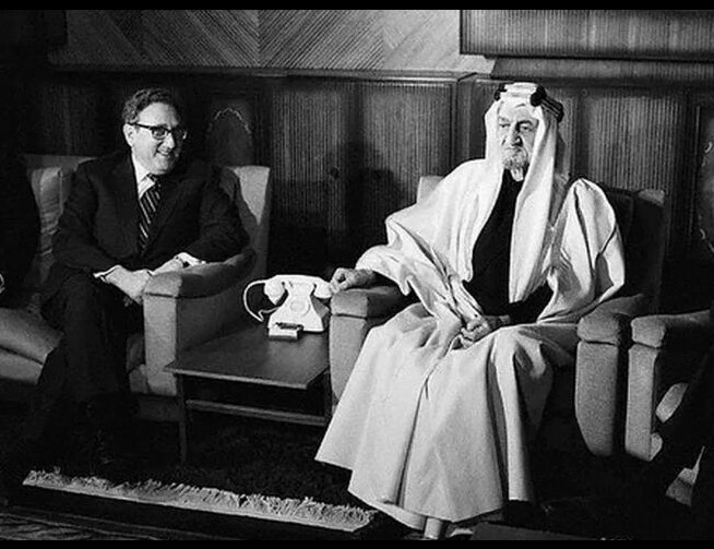 Kissinger meets with King Faisal of Saudi Arabia. At this point, the latter seemed not quite convinced yet. In the end, the Saudi royals realized what a great deal this would be for them. Photo credit:Bettmann / Getty Images