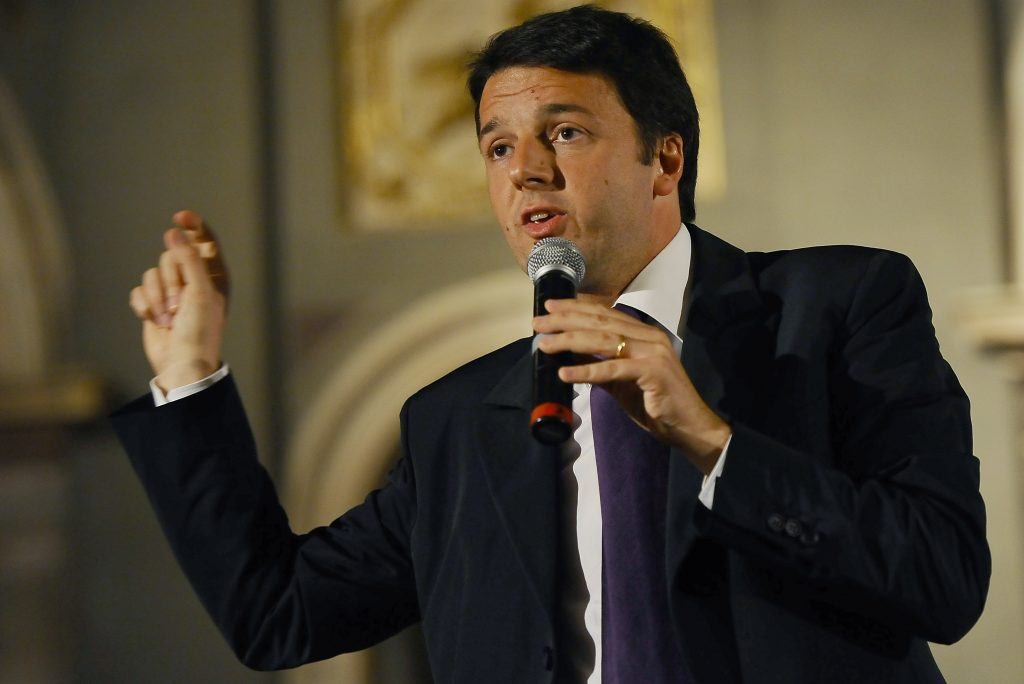 Italy's prime minister Matteo Renzi, indicating how much capital is left in Italian banks… Photo credit: Giacomo Morini / INFOPHOTO