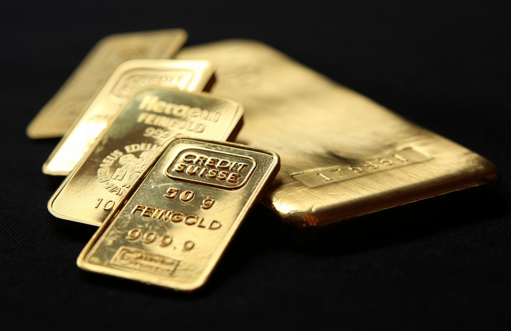 Gold ETFs or Physical Gold? Dangers In Exchange Traded Funds