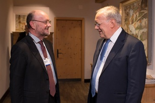 Economics minister praises Swiss tax system