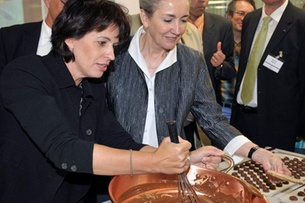 Swiss Economics Minister Doris Leuthard (left) and Nestlé Director General Petraea Heynike