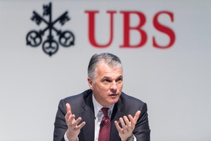 UBS chief's pay rises to over CHF14 million