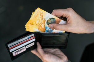 One in two Swiss is happy with personal finances