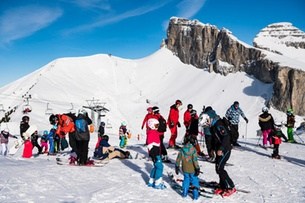 Visitors flock to Swiss ski resorts over Christmas and New Year